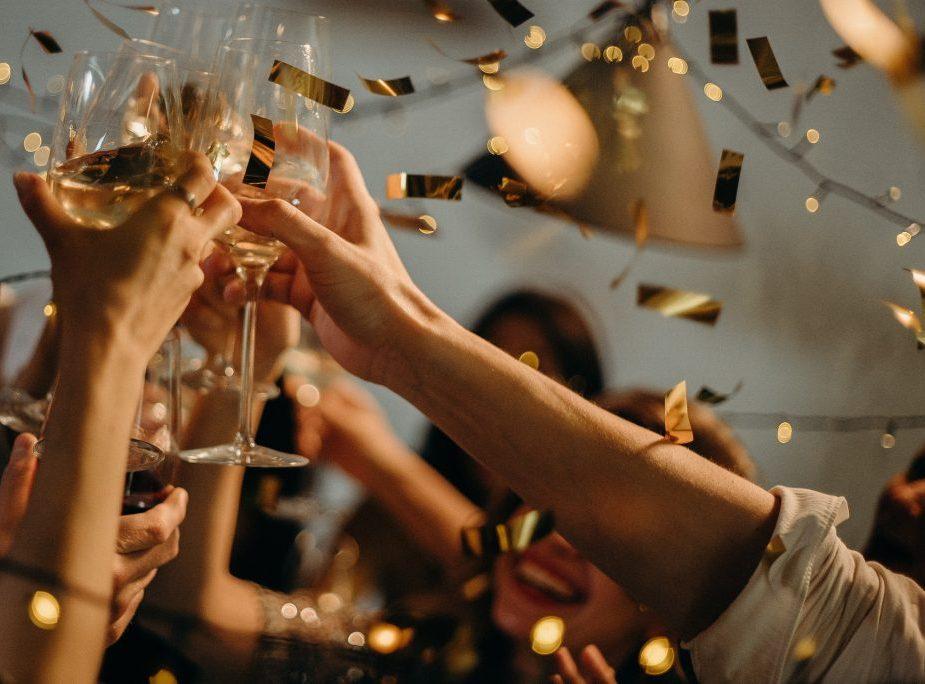 people-toasting-wine-glasses-3171837-1024x684