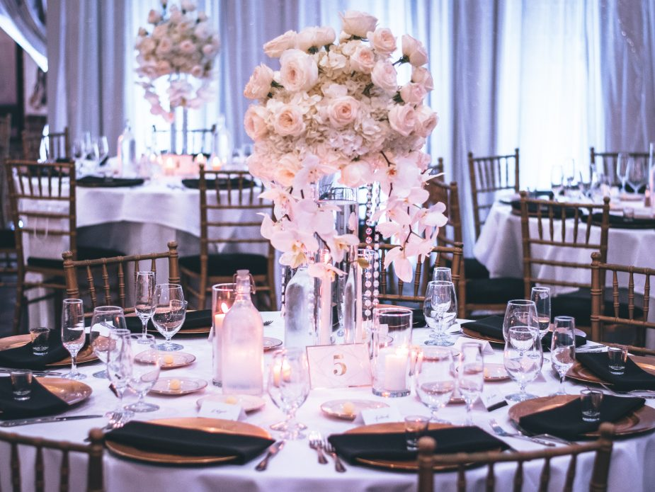 pink-and-white-roses-centerpiece-on-top-of-table-1616113